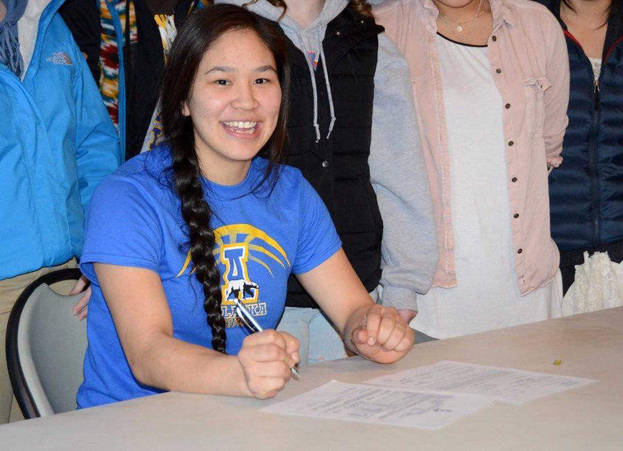 Galena+senior+Romay+Harris+signing+her+letter+of+intent+to+play+for+University+of+Alaska+Fairbanks+Nanooks.